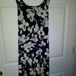 ⭐💋3 for$45💋⭐ Navy Blue White Flower Dress